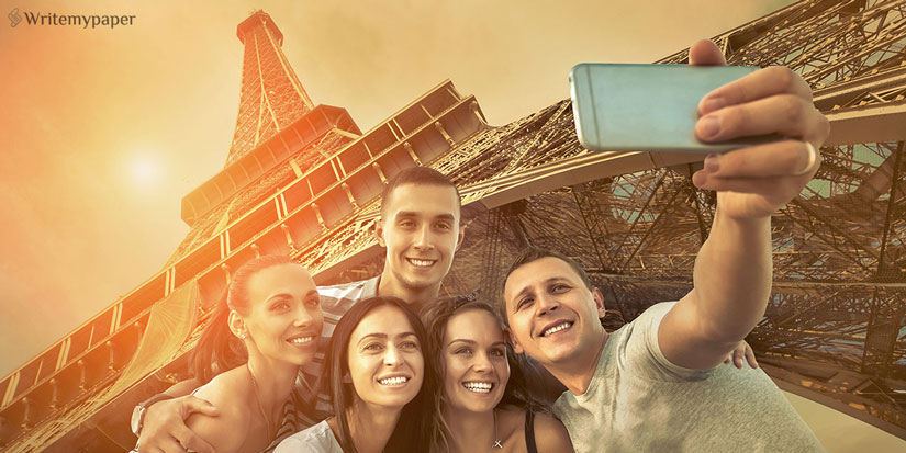 Friends' Selfie with Eiffel Tower